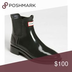Hunter Bradwell Chelsea Boot MORE PICTURES COMING SOON   Authentic Hunter rainboots in Bradwell style (discontinued) In great condition! Minor signs of wear.  Black gloss color Size 39/US Women's size 8 Hunter Shoes Winter & Rain Boots