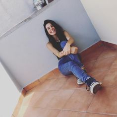 Ma tu sorridi anche se poi va tutto malee non lo so come ci riesci senza mai affogare. #tagsforlikes #photo #like4like #likeforfollow #like4follow #likelike #smile #brunette #vsco #ootd #photoshoot #outfit #hair #italiangirl #l4l #me #pretty #frenchgirl #englishgirl #spanishgirl #picoftheday #statigram #instagram