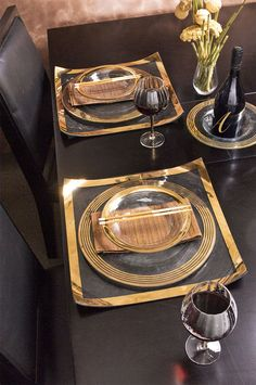 Annieglass chic contemporary gold tablescape tabulatua.com Table Plate Setting, Table Settings, Place Settings, Table Setting Inspiration, A Table, Dining Tables, Luxury Services, Shades Of Gold, Gift Store