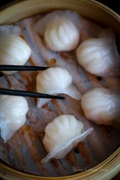 Har Gow, dim sum dumplings- (with recipe dough included) Wan Tan, Steam Recipes, Dumpling Recipe, Asian Cooking, Snacks, Chinese Food, Chinese Desserts, Ravioli, I Love Food