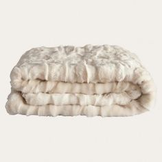 All it takes is one accent to invigorate a room with gentle luxury and rich texture and this sumptuous throw in a lovely nude colour is perfect for just that. A generous fur length makes this an exceptionally plush throw, adding opulence when draped over a sofa or bed. Ofcourse it is also divine to snuggle up in.