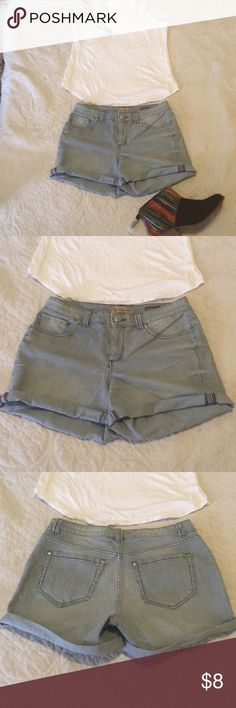 """""""Hot Mama"""" NINE WEST SHORTS Super cute and fun vintage boho style shorts.  In good used condition.  MEASUREMENTS LAYING FLAT WAIST 16 in  Hip 19in  REAR RISE 12.5  💁🏽BUNDLE TO SAVE 🤗 Shorts Jean Shorts"""