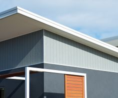 Nice colours, similiar to our style house (Weathertex Weathergroove Woodsman) House Exterior Color Schemes, Exterior Colors, Exterior Design, Shed Roof, House Roof, My House, Beach Cafe, Timber Cladding, Granny Flat