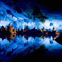 Cueva de la Flauta de Caña / China