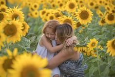 Westlake Family Photographer Brittany Gidley captures Noah & Aria with their parents at the sunflower field in Avon Ohio. Toddler Photography, Photography Poses, Sunflower Field Pictures, Sunflower Pics, Summer Pictures, Girl Pictures, Sunflower Field Photography, Sunflower Family, Prayer For Family