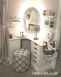 36 Most Popular Makeup Vanity Table Designs 2019 - Ideas for my room! Bedroom Decor, Small Room Design, Interior, Makeup Table Vanity, Room Design, Room Decor, Home Decor, Bedroom Vanity, Room Inspiration