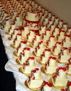 mini wedding cakes!!!