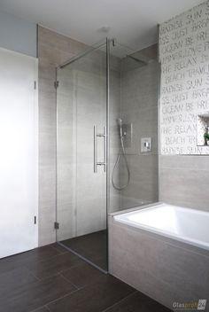 Modernes Bad Modern shower in the new bathroom Small Bathroom Renovations, Diy Bathroom Remodel, Upstairs Bathrooms, Bathroom Ideas, Modern Shower, Modern Bathroom, Casa Top, Shower Cubicles, Shower Enclosure