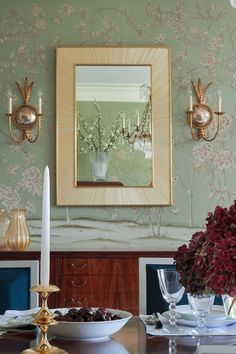 @degournay wallpaper sets the scene in this Autumnal dining space by @elenaphillipsinteriors ft. our Stayman candlestick holder in polished brass   #remainslighting #candlestickcollection #candlestickholder #candlelight #diningroom #interiordesign #seasonaldecor