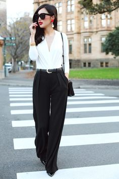 High-waisted jeans + White shirt via www.lestyliste.wordpress.com