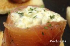 Rollios de salmón y gulas: http://www.recetascomidas.com/recetas-de/rollitos-de-salmon-y-gulas - #recetas #recipes