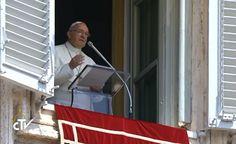 """Angelus, Papa Francesco: """"sono con i cristiani perseguitati di Mosul e del Medio Oriente"""""""