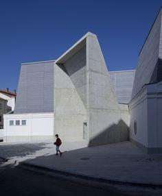 Navalmoral de la Mata Theatre -The old Municipal Market -Spain / Matilde Peralta del Amo