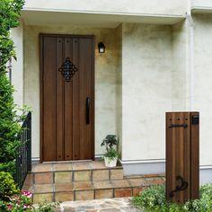 玄関まわりの敷地タイプに合せた表札やポスト、インターホンの選び方をご紹介します。