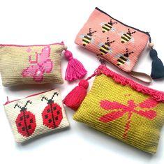 No photo description available. Crochet Coin Purse, Crochet Purses, Tapestry Crochet Patterns, Knitting Patterns, Filet Crochet, Knit Crochet, Crochet Halter Tops, Tapestry Bag, Crochet Pillow