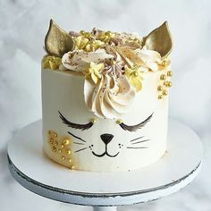 Cake decorating cupcakes link Ideas for 2019 Pretty Cakes, Cute Cakes, Cake Cookies, Cupcake Cakes, Cake Icing, Buttercream Frosting, Cat Cupcakes, Animal Cakes, Novelty Cakes