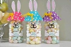 These Easter Bunny Gift Bottles are super cute and they are so easy to make! The kids will love helping you make them! Tutorial via 'Happy Clippings' Easter Bunny Treat Bottles Tutorial Magic Easter Egg in String Egg Treats DIY Tutorial Cute Easter Bunny, Easter Peeps, Easter Treats, Easter Gift, Easter Desserts, Easter Cake, Easter Food, Easter Recipes, Happy Easter