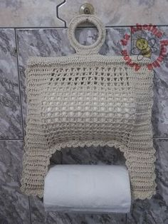 This pattern is in Russian? but has very clear photos of each stage and charts that have international symbols. With my 12 months experience of crochet, I can understand it :) - Nice cover to brighten the bathroom. Filet Crochet, Crochet Motif, Crochet Doilies, Crochet Yarn, Crochet Patterns, Yarn Crafts, Diy And Crafts, Crochet Kitchen, Crochet Squares