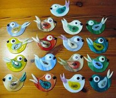 Fused glass birds by Glasshoppers… Fused Glass Ornaments, Fused Glass Jewelry, Fused Glass Art, Glass Christmas Ornaments, Mosaic Glass, Stained Glass, Mosaic Wall, Felt Christmas, Christmas Crafts
