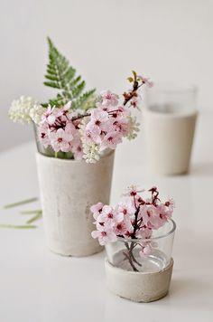 fleurs de pommier dans des vases Sinnen Rausch via Nat et nature