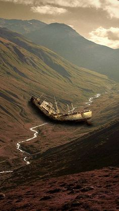 Abandoned Ships, Abandoned Buildings, Abandoned Places, Abandoned Mansions, Shipwreck, Belle Photo, Mother Nature, Nature Nature, Cool Photos