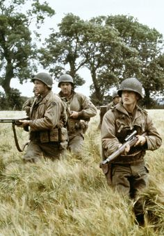 """Edward Burns, Tom Sizemore and Barry Pepper in """"Saving Private Ryan"""" directed by Steven Spielberg. Ww2 Pictures, Cool Pictures, Saving Private Ryan, Military Drawings, I Love Cinema, War Film, Band Of Brothers, About Time Movie, Tom Hanks"""