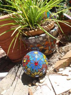 Garden mosaic ball by Poppins Mosaics and Crafts, via Flickr