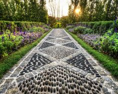 Incredible Garden Pathway Ideas For Backyard And Front Yard 05 Stepping Stone Pathway, Stone Walkway, Stone Pathways, Patio Stone, Garden Stones, Garden Paths, Herb Garden, Indoor Garden, Pebble Mosaic