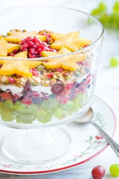 A beautiful, layered Christmas Fruit Salad with holiday flavors! More magical than typical recipes, but so quick and easy (prep ahead, too)! Salad Recipes Holidays, Christmas Salad Recipes, Fruit Salad Recipes, Christmas Fruit Salad, Vegan Christmas, Milk Recipes, Pudding Recipes, Sweets Recipes, Gluten Free Brands