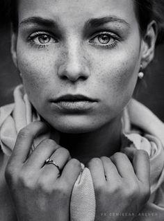 Stanislav Puchkovsky (aka Sean Archer) is a Master of Natural Light Portraits f1.8 1/640s ISO160 DMC-G3 45