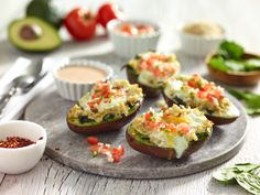Filled and Grilled Avocados. Filled and grilled avocados - healthy vegetarian and deliciously different. Hot avocado - who knew! Grilling Recipes, Veggie Recipes, Vegetarian Recipes, Healthy Recipes, Grilled Avocado, Baked Avocado, Good Food, Yummy Food, Light Recipes