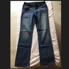 Liz Lange Maternity jeans Used Liz Lange maternity pants. Still in good condition Liz Lange Pants Boot Cut & Flare