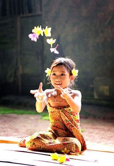 Indonesian Girl.. un sourire , un petit bonheur on CenterBlog #flowers; joy;