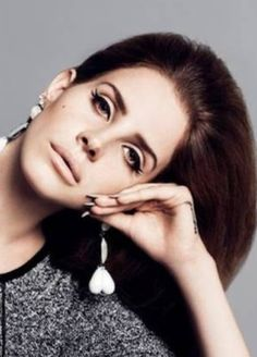 I love Lana's makeup, it's 60s styled, but still really wearable for today.