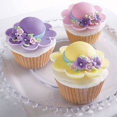 What a bonnie way to celebrate spring! Cupcakes topped with Easter bonnets are created using the Floral Collection Flower Making Set and the Blossom Nesting Metal Cutter Set.