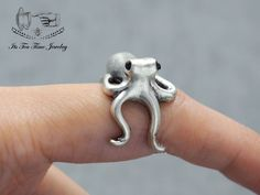 Octopus adjustable Ring! ------------------------------------------------- US Size : 5 - 7 Color: Silver Quantity: 1 pc ------------------------------------------------- Your jewelry will arrive in a gift box.  Handling time:  Please allow 1-3 business days for us to process your order. ...