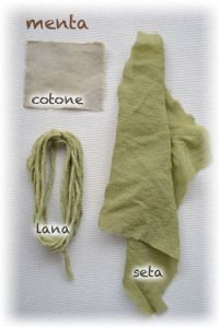 silk and wool dyed with mint leaves How To Dye Fabric, Fabric Art, Linen Fabric, Shibori, Natural Dye Fabric, Natural Dyeing, Nature Prints, Tye Dye, Printing On Fabric