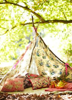 Create an outdoor teepee for a chic, bohemian picnic setting. Outdoor Spaces, Outdoor Living, Outdoor Decor, Outdoor Furniture, Glamping, Glam Camping, Chillout Zone, Gazebos, Mollie Makes