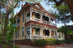 Google Image Result for http://upload.wikimedia.org/wikipedia/commons/7/74/Gingerbread_House_in_Savannah.jpg