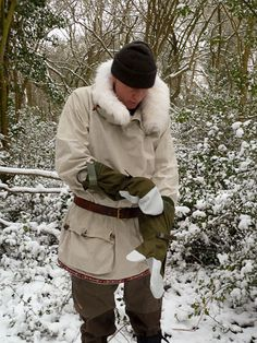 Modified Swedish Army Snow Smock: http://frontierbushcraft.com/2013/01/22/bushcraft-on-a-budget-improving-the-swedish-army-snow-smock/#