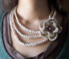 """Easiest crochet necklace ever"" Beautiful Crochet necklace, pretty! Crochet Simple, Cute Crochet, Beautiful Crochet, Crochet Crafts, Crochet Projects, Knit Crochet, Crochet Summer, Cotton Crochet, Crochet Motifs"