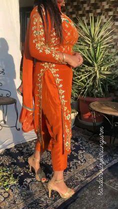 Pakistani Fashion Party Wear, Pakistani Dresses Casual, Indian Fashion, Indian Dresses, Embroidery Suits Punjabi, Embroidery Suits Design, Embroidery Fashion, Sleeves Designs For Dresses, Dress Neck Designs