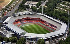 Stadion Nürnberg o Grundig Stadion anteriormente Frankenstadion es un estadio de fútbol y atletismo ubicado en la ciudad de Núremberg, en el estado federal alemán de Baviera. Capacidad 41.926 espectadores, Equipo local 1. FC Nürnberg.