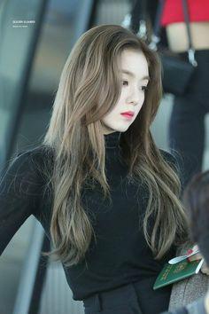 Irene-Redvelvet 181019 Incheon Airport to singapore Red Velvet アイリーン, Velvet Hair, Red Velvet Irene, Mode Ulzzang, Ulzzang Girl, Seulgi, Asian Woman, Asian Girl, Kpop Hair Color