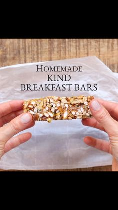 Are you always looking for a quick breakfast you can grab on your way out the door or a midday energy boost? These Easy Homemade KIND Bars are the perfect solution. Vegan, gluten and refined sugar free. #kindbars #breakfastbar #granolabar #energybar #snack #breakfastbar #foolproofliving