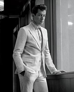 British DJ producer Mark Ronson is in the new cover of LA Confidential Magazine the full fashion story photographed by talented Karl Simone connected with stylist Kashi Mai Somers. Velvet Dinner Jacket, La Confidential, Uptown Funk, Gucci Shirts, Mark Ronson, The Fashionisto, Three Piece Suit, Fashion Story, Baby Daddy