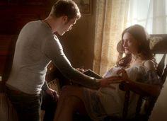 "The Originals – TV Série - Niklaus ""Klaus"" Mikaelson (Joseph Morgan) - Hayley Marshall (Phoebe Tonkin) - pregnant (grávida) - Klaus and Hayley"