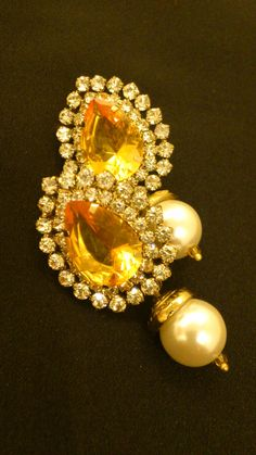 Yellow stone with pearl drop