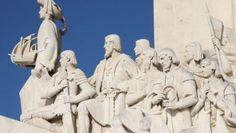 Em 1494 Portugal e Espanha dividem o mundo em duas partes no  tratado de Tordesilhas. António Ferronha analisa o impacto desse tratado, sublinhando que