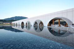VOGUE lifestyle | travel | 日本人の心のふるさと「伊勢神宮」で心身を清めて、アートな温泉地の「食」と「癒し」に満たされる。 | 2